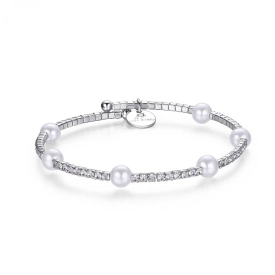 Bracelet with synthetic pearls in white color and white crystals  BK1400