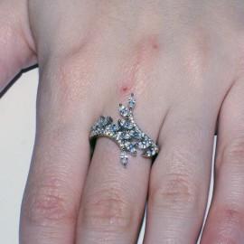 Δαχτυλίδι branche d'olivier με ευρωπαικά ΑΑΑ ποιότητας ζιργκόν σε λευκό χρώμα και ασήμι με πλατίνα 2811